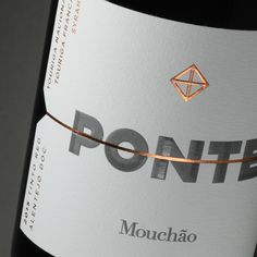 UMA - Ponte Mouchão wine label - World Brand Design Society / Ponte is the Portuguese word for bridge and the horizontal line is its representation. Mouchao is an iconic Alentejo winemaker Wine Bottle Design, Wine Label Design, Wine Bottle Labels, Beer Label, Wine Logo, Wine Brands, Bottle Packaging, Coffee Packaging, Branding Design