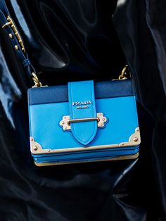 Wie ein hübsches Schmuckkästchen, die Cahier Bag von Prada.
