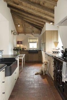 Kitchen by Taps & Baths Farmhouse Style Kitchen, Rustic Kitchen, Country Kitchen, Kitchen Dinning, New Kitchen, Kitchen Decor, Beautiful Kitchens, Cool Kitchens, Terracotta Floor