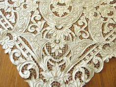Antique linen tablecloth with filet lace, cutwork. Cutwork Embroidery, White Embroidery, Hand Embroidery Patterns, Antique Lace, Vintage Lace, Vintage Diy, Lace Drawing, Cut Work, Linens And Lace