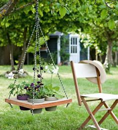 What a gorgeous idea! Refresh your garden or living room with DIY Hanging Table!The hanging table is not Hanging Table, Diy Hanging, Hanging Planters, Cool Art Projects, Garden Projects, Pallet Projects, Recycling Projects, Diy Projects, Wood Home Decor