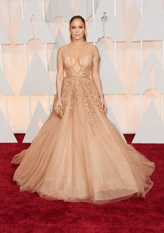 "Vogue picks: Oscars 2015 best dressed: Jennifer Lopez ""I love it when people have a sense of occasion. Jennifer Lopez seizing the red carpet opportunity to realise young girls' Hollywood dreams in this Elie Saab gown. Elie Saab Couture, Vestido Jennifer Lopez, Celebrity Red Carpet, Celebrity Style, Celebrity Gowns, Robes Elie Saab, Traje Black Tie, Robes D'oscar, Mode Glamour"
