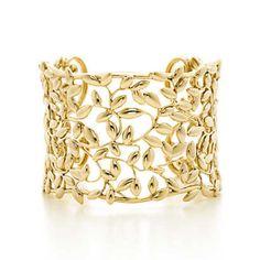 Tiffany & Co. - Paloma Picasso® Olive Leaf cuff in 18k gold, medium.