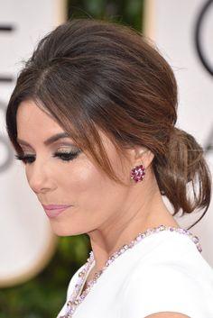 Eva Longoria mit glamourösem Volumen-Look und Lippen in Pastellrosa, Golden Globes