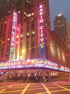 We did the backstage tour of Radio City and even met a rockette! Carlos Martinez, New York Landmarks, Moses Lake, Home Nyc, Visiting Nyc, Radio City Music Hall, Manhattan Nyc, Places To Travel, Favorite Color