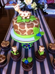giraffe babyshower So while there is absolutely no reason for me to be pinning anything related to a baby shower, I love giraffes and thought this was adorable!!
