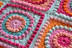 Crochet Granny Square Patterns [Free Pattern] Circle Of Friends Square Blanket - The color choices in this square blanket are fabulous, you can really see the textures. Crochet Motifs, Crochet Blocks, Granny Square Crochet Pattern, Crochet Squares, Granny Squares, Crochet Granny, Crochet Quilt, Love Crochet, Diy Crochet