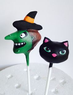 Halloween! The witch and her cat cake pops