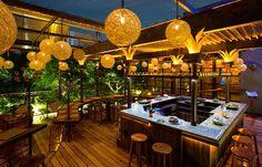 Food and Travel Mexico City Restaurants, Pubs And Restaurants, Vintage Interior Design, Bar Interior, Restaurant Design, Restaurant Bar, Garden Bar, Outdoor Restaurant, Vintage Cafe