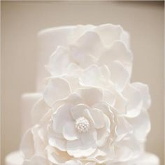 A simple, stunning and classic wedding cake - Cakes by Julie via Wedding Chicks.