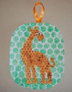 AFRICA- giraffe craft using bubble wrap painting