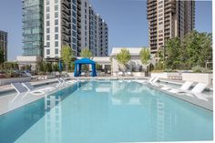 Life at the luxury apartments at AMLI 3464 comes with access to a resort-style rooftop pool.