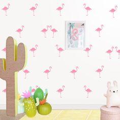 Sube el humor de la habitación infantil! Pequeños flamencos de vinilo dando una efecto papel pintado. https://dolcevinilo.es/vinilo-flamencos