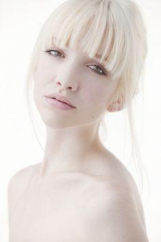 20 Trendy Hair Color For Pale Skin Porcelain Platinum Blonde Photo Portrait, Female Portrait, Portrait Photography, Fashion Photography, Fotografia High Key, High Key Fotografie, Jaal Mass Effect, High Key Lighting, High Key Photography