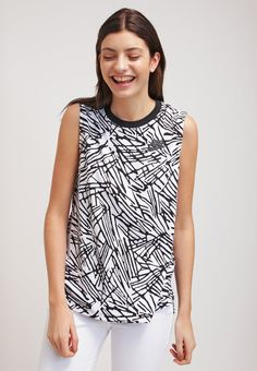 Nike Sportswear Top - black white - Zalando.de Nike Sportbekleidung,  Schwarz Tops 244d4a2f7a