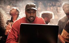 """Kanye West coloca álbum """"The Life Of Pablo"""" para venda e streaming https://angorussia.com/cultura/musica/kanye-west-coloca-album-%e2%80%aathe-life-of-pablo%e2%80%ac-venda-streaming/"""