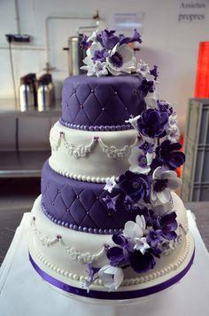 pièce montée coquelicots violets (Facebook: A&M sweet cakes)