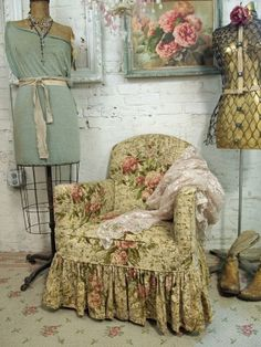 Shabby by Gigi643  Upholstered chair with barkcloth.  And doesn't it look great in this vignette.