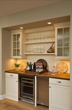 Butler's Pantry. I love this practical Butler's Pantry! #Butler's #Pantry