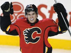 The Calgary Flames have announced that rookie center Sean Monahan will be staying with the team for the entire season. Ice Hockey Teams, Hockey Players, Flames Hockey, Johnny Gaudreau, Hockey Pictures, Hockey Boards, Win Or Lose, Baby Center, Ufc