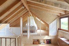 Construido en 2013 en Chaumont-Gistoux, Bélgica. Imagenes por Maxime Delvaux. El taller de este zapatero, situado en el campo cerca de Louvain-la-Neuve, se convirtió en una vivienda unifamiliar. Construido en 1950, el edificio...