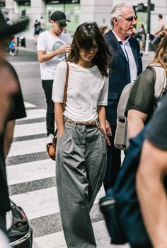 Oversized menswear trousers la street styles, nyfw street style, looks street style, street Fashion Mode, New York Fashion, Look Fashion, Fashion Clothes, Street Fashion, Trendy Fashion, Fashion Outfits, Womens Fashion, Travel Outfits