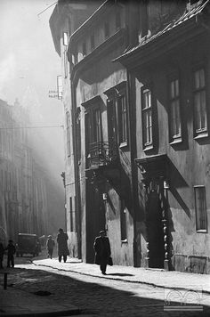 Kanonicza, Kraków, lata 40/50-siate - Hermanowicz Old Photography, Photography Workshops, Krakow Poland, World Cities, Historical Architecture, Warsaw, Old Photos, Past, Around The Worlds