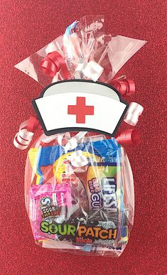 ☀☀☀SHIPPING PRICES IN THIS LISTING IS TO SHIP TO INCLUDE THE CANDY, IF YOU ARE ORDERING JUST TAGS AND/OR TREAT BAGS, PLEASE LET ME KNOW. SHIPPING PRICES ARE LOWER THAN SHOWN☀☀☀ This Nurse Hat Favor Treat Gift Bag Tag makes a unique and fun gift for a thank you for your favorite