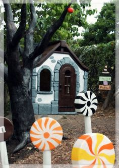 Halloween Forum member Hilda~Using Little Tikes Outdoor Play Toys as Halloween Props-setup-pic-cottage.jpg