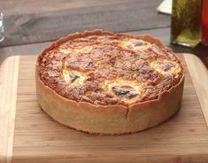 Ingredientes 600 g de farinha de trigo 500 g de margarina 100 ml de creme de leite Recheio 1 cebola grande picadinha 4 dentes de alho espremidos 2 colheres (sopa) de azeite de oliva 1/2 colher (sopa) de colorau 1 colher (sopa) de páprica doce 1/2...