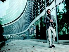 A stylish evening walk Suit Accessories, Head To Toe, The Man, Bucket, Menswear, Stylish, My Style, Casual, How To Wear