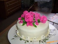 Marcipán bez dřiny hotový za 10 minut.Použitelný na vše,jak na potah dortu tak na figurky. Beautiful Cakes, Amazing Cakes, Birthday Cookies, Birthday Cake, Cake Icing, Cake Decorating Tutorials, Wedding Cupcakes, Marzipan, Dessert Recipes