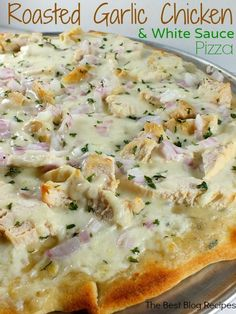 Roasted Garlic Chicken & White Sauce Pizza is a yummy homemade pizza that your family will love| thebestblogrecipes.com | #dinner #pizza #chicken