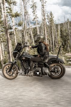 Harley Dyna, Harley Bikes, Harley Davidson Dyna, Harley Davidson Motorcycles, Custom Motorcycles, Female Motorcycle Riders, Motorcycle Shop, Motorcycle Outfit, Harley Wide Glide