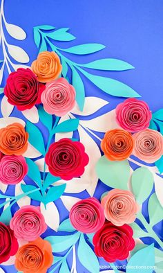 How to make paper rosettes. This paper rosetter flower tutorial is easy and beginner friendly. Download and DIY your own free paper rosette template.