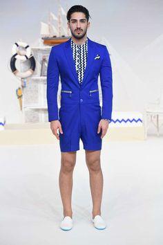 tonalidades ultramarinas y de color turquesa conforman la colección Spring-Summer 2017 de Varoin Marwah en la semana de la moda de Dubai