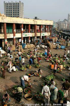 Kawran Bazaar vegetable market in the early morning hours, Dhaka, Bangladesh. Photo: Jiri Rezac