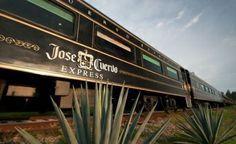 El tren José Cuervo Express en Guadalajara que parte hacia Tequila, Jalisco, México.