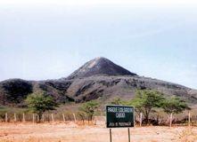 Pico do Cabugi, RN Registro do mais jovem magmatismo continental do Brasil. Valderez Pinto Ferreira & Alcides Nóbrega Sial - pg 393