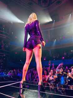 Taylor Swift stunning in tight jumper and heels on stage showing off fabulous ass, long legs and thicc sexy thighs :) FUCK Taylor Swift Legs, All About Taylor Swift, Taylor Swift Concert, Live Taylor, Taylor Swift Style, Taylor Swift Pictures, Taylor Alison Swift, Spring Outfit Women, Swift Photo