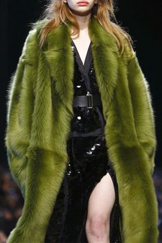 """velvetrunway: """"Rochas F.W 2016 Posted by tiled """" 2000s Fashion, Fur Fashion, Couture Fashion, Runway Fashion, High Fashion, Fashion Outfits, Fashion Trends, Pretty Outfits, Cute Outfits"""
