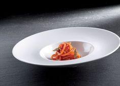 Spaghetti al sugo di peperone con acciughe salate. Di Carlo Cracco
