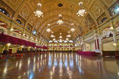 salão de baile, principalmente o teto