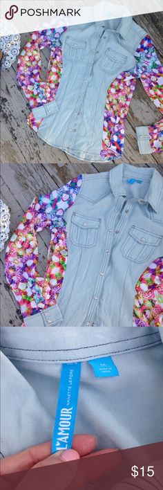 LaMore by Nanette Lepore Dual-Print Top sz M Like new chambray center and floral sleeve button-down top by Nanette Lepore Trades, holds or transactions off of Posh! ✅Bundle Discount! ✅ New items added daily ✅Treat with bundles ✅making offers! Nanette Lepore Tops