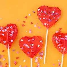 Give a delicious and adorable Valentine gift this year. Easy DIY heart pops are the perfect way to say I love you. Plus, they're seriously so easy! Give a delicious and adorable Valentine gift this year. Easy DIY heart pops are the perfect way to say Valentines Day Treats, Valentines Day Decorations, Valentine Day Crafts, Be My Valentine, Ideas For Valentines Day, Valentine Sayings, Valentines Baking, Valentine Gifts For Kids, Anti Valentines Day