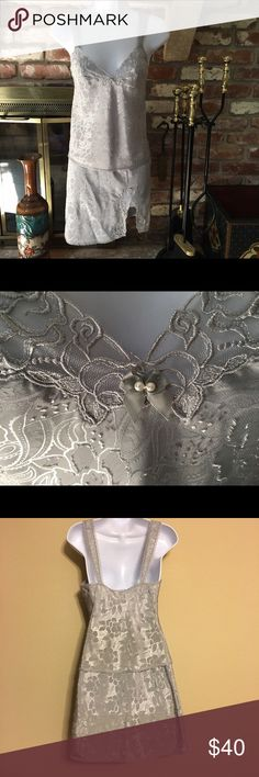 VINTAGE WAYCOAL SILVER GREY 2PC CHEMISE SLIP BEAUTIFUL 2 PIECE VINTAGE SET IN EXCELLENT CONDITION BODY 💯 % POLYESTER EMBROIDERY 💯% NYLON THREAD 💯% NYLON LACE 💯% NYLON EXCLUSIVE OF DECORATION AND ELASTIC RN20421   ASSEMBLED IN U.S.A.  81433 WAYCOAL Intimates & Sleepwear Chemises & Slips