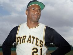 Roberto Clemente - Peurto Rican batter who led the Pittsburgh Pirates to the World Series in 1971 Baseball Bases, Baseball Jerseys, Baseball Players, Hank Aaron, Roberto Clemente, National Baseball League, National League, Willie Mays, Dodgers