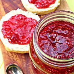 Quick & Easy Raspberry Jam - no pectin. The best raspberry jam I've ever tasted! Raspberry Jam No Pectin, Raspberry Jelly Recipe, Raspberry Recipes, Jelly Recipes, Jam Recipes, Vegan Recipes Easy, Dessert Recipes, Recipies, Dinner Recipes