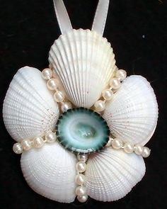 Could make this seashell Ornament with mom's shells and mum pearls Seashell Christmas Ornaments, Beach Christmas, Coastal Christmas, Christmas Crafts, Beach Ornaments, Beach Themed Crafts, Beach Crafts, Seashell Projects, Driftwood Crafts