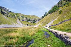 Footpath to Gordale Scar, Malham, Yorkshire Dales, North Yorkshire, England